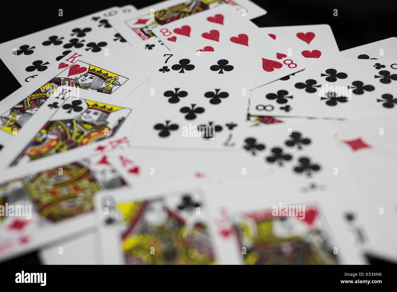 how to play rummikub card game