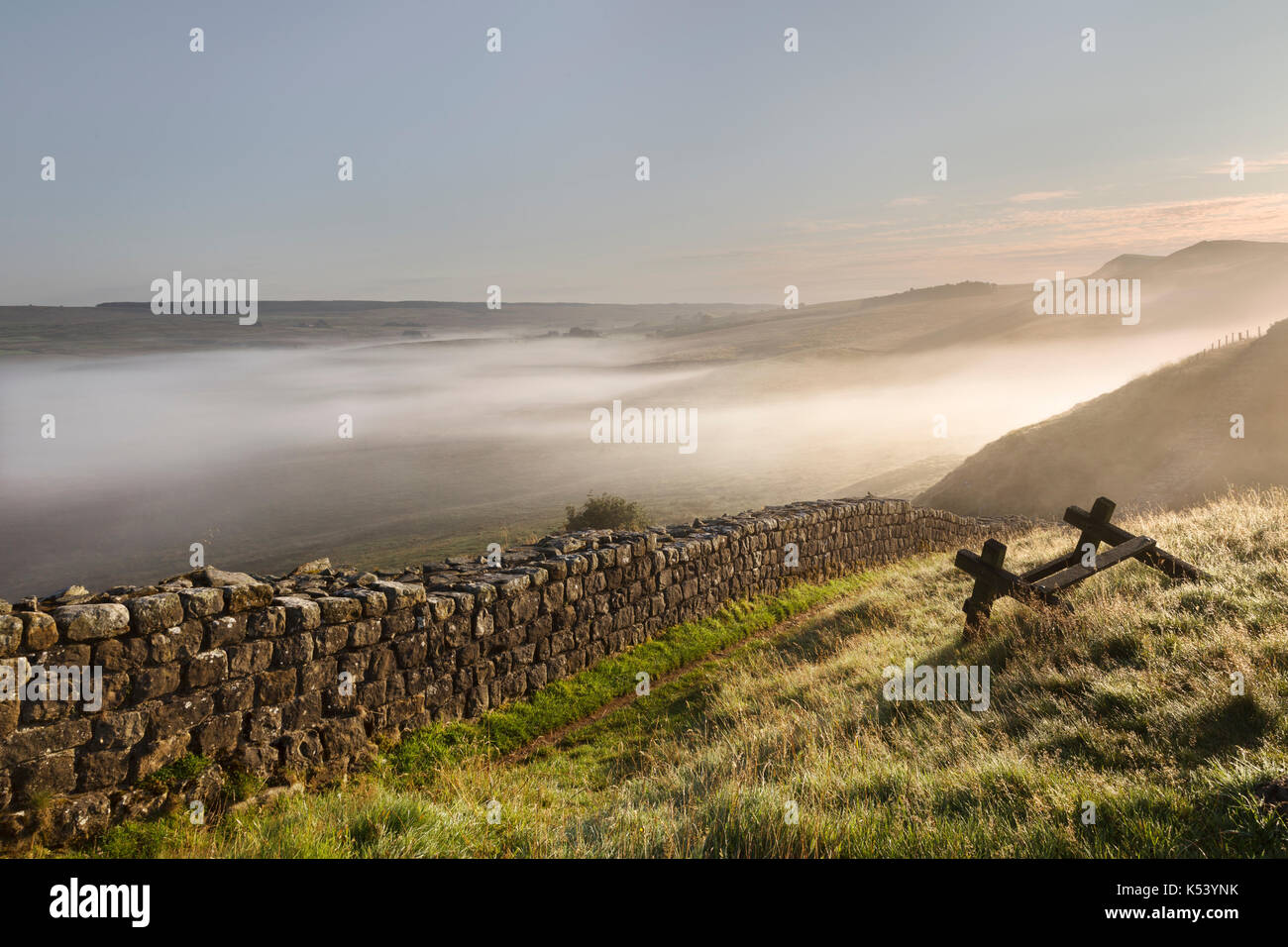 Hadrian's Wall, Northumberland, England - looking north-east as early morning mist hangs over low ground near Cawfield - Stock Image