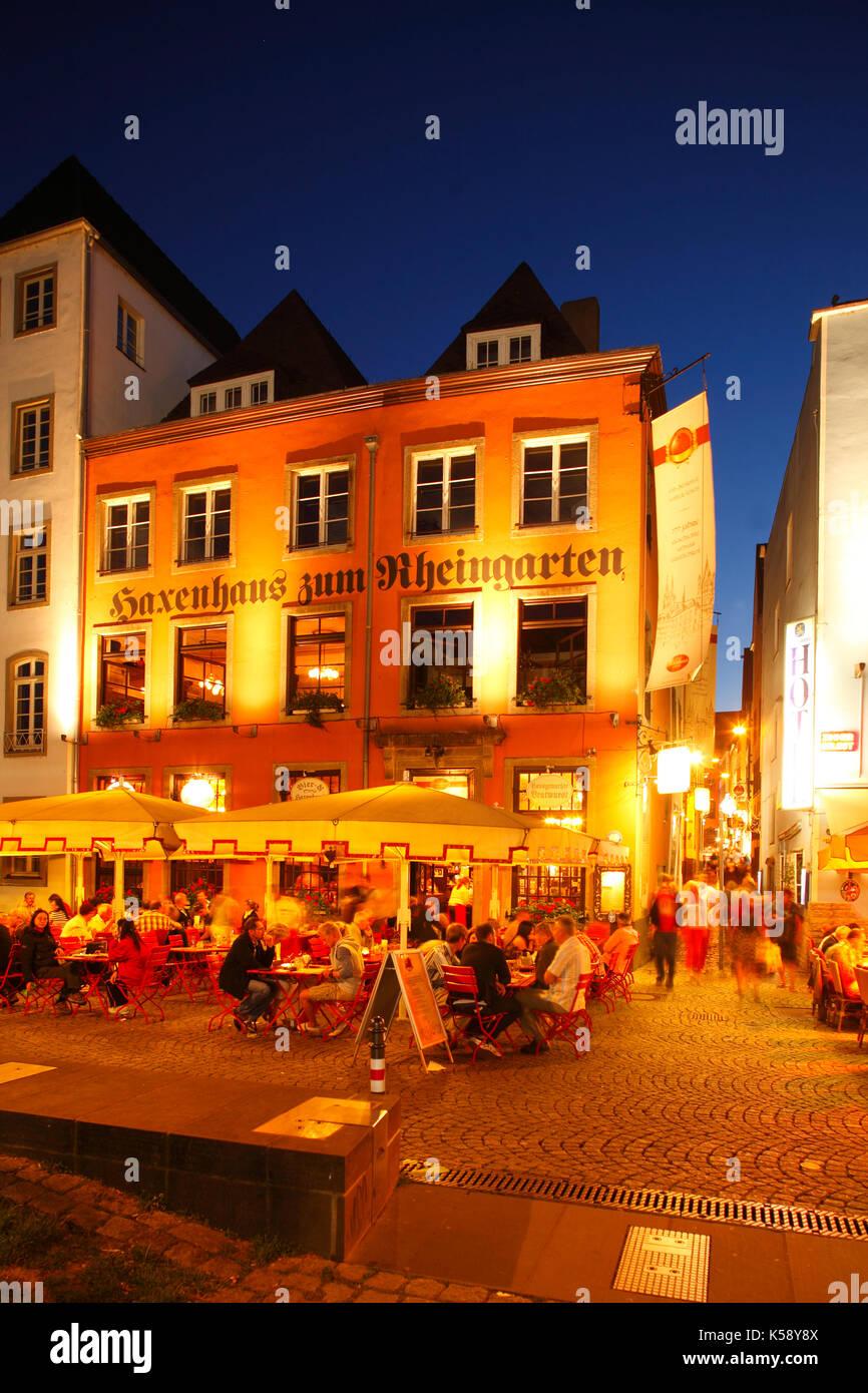Haxenhaus zum Rheingarten in der Abenddämmerung, Köln, Nordrhein-Westfalen, Deutschland   I Old Restaurant house Zum Rheingarten at dusk, old Town, Co - Stock Image