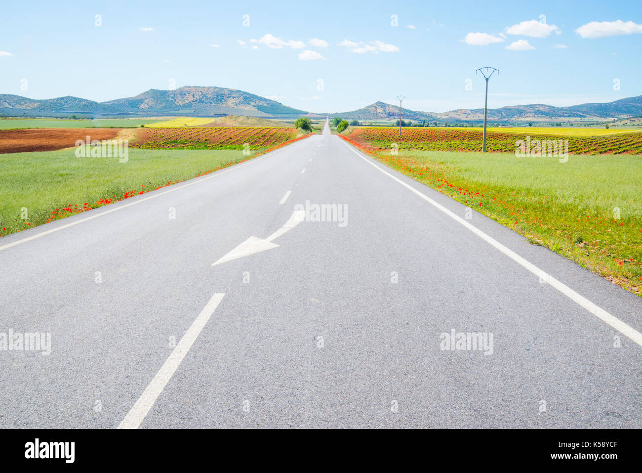 Road and cultivation fields. Fuente El Fresno, Ciudad Real province, Castilla La Mancha, Spain. Stock Photo