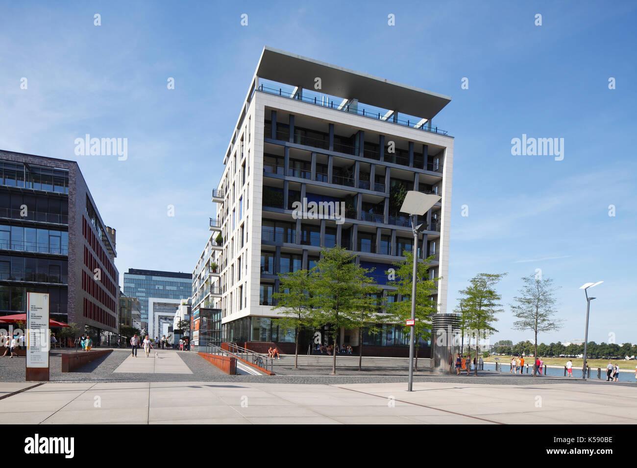 Moderne Büro  Und Wohnhäuser Am Elisabeth Treskow Platz, Rheinauhafen, Dom,