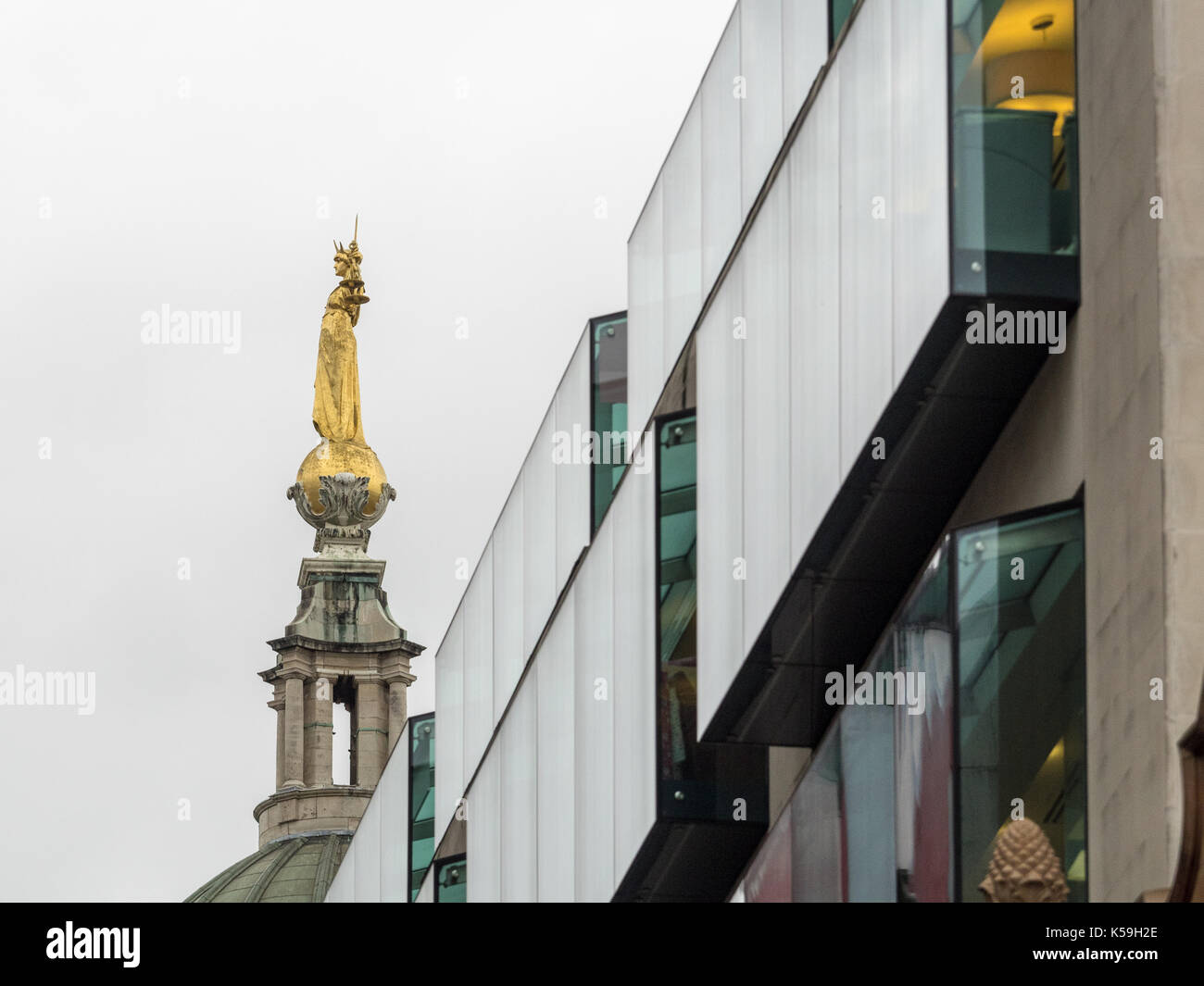 Lady Justice statue on the Old Bailey behind City of London building - Stock Image