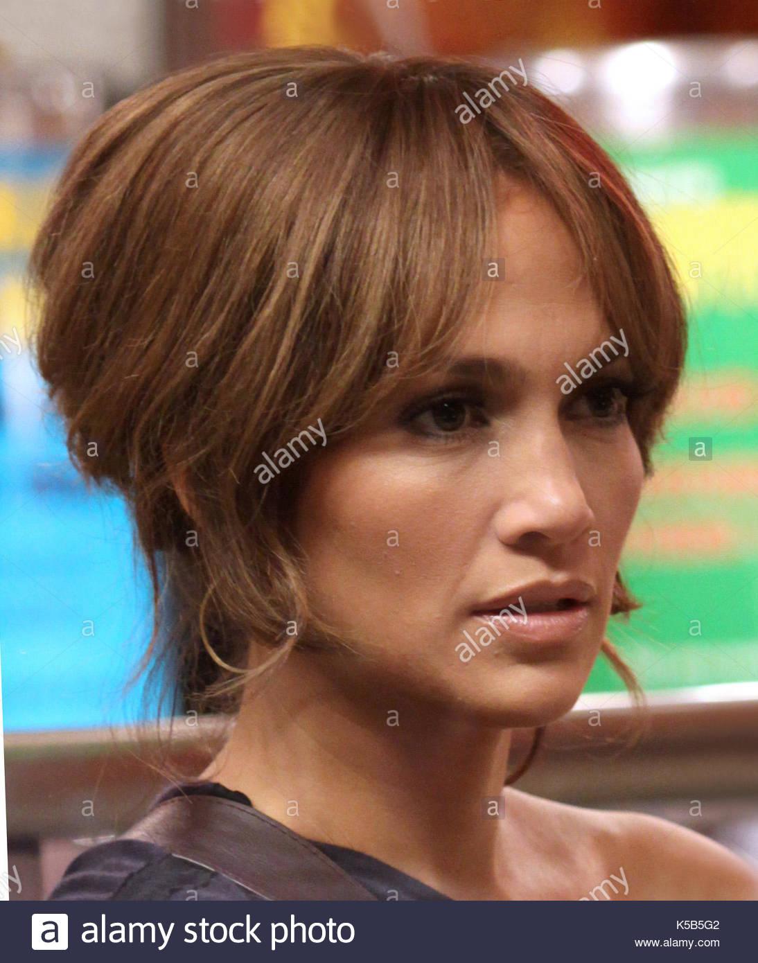 Jennifer Lopez Jennifer Lopez Eats A Hot Dog As Part Of Scene For The Back Up Plan At Grays Papaya In Nyc