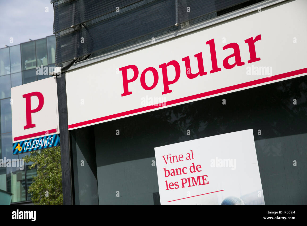 A logo sign outside of a Banco Popular branch in Barcelona, Spain on August 30, 2017. - Stock Image