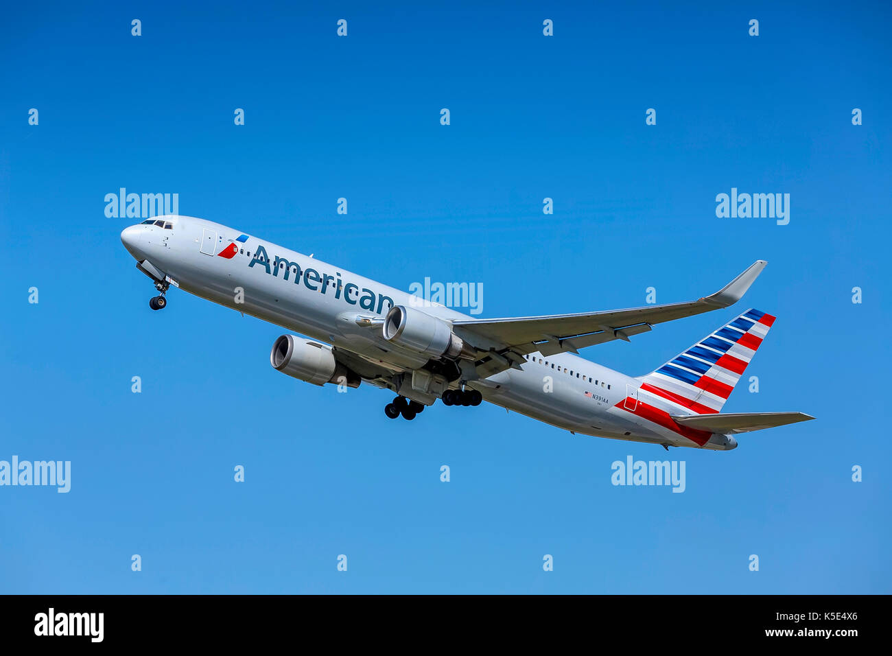Zurich Airport, Boeing 767-323 (ER), American Airlines. - Stock Image