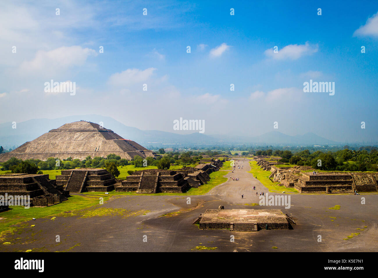 Pyramid of the Sun and Avenue of the Dead, Teotihuacan, Mexico - Stock Image