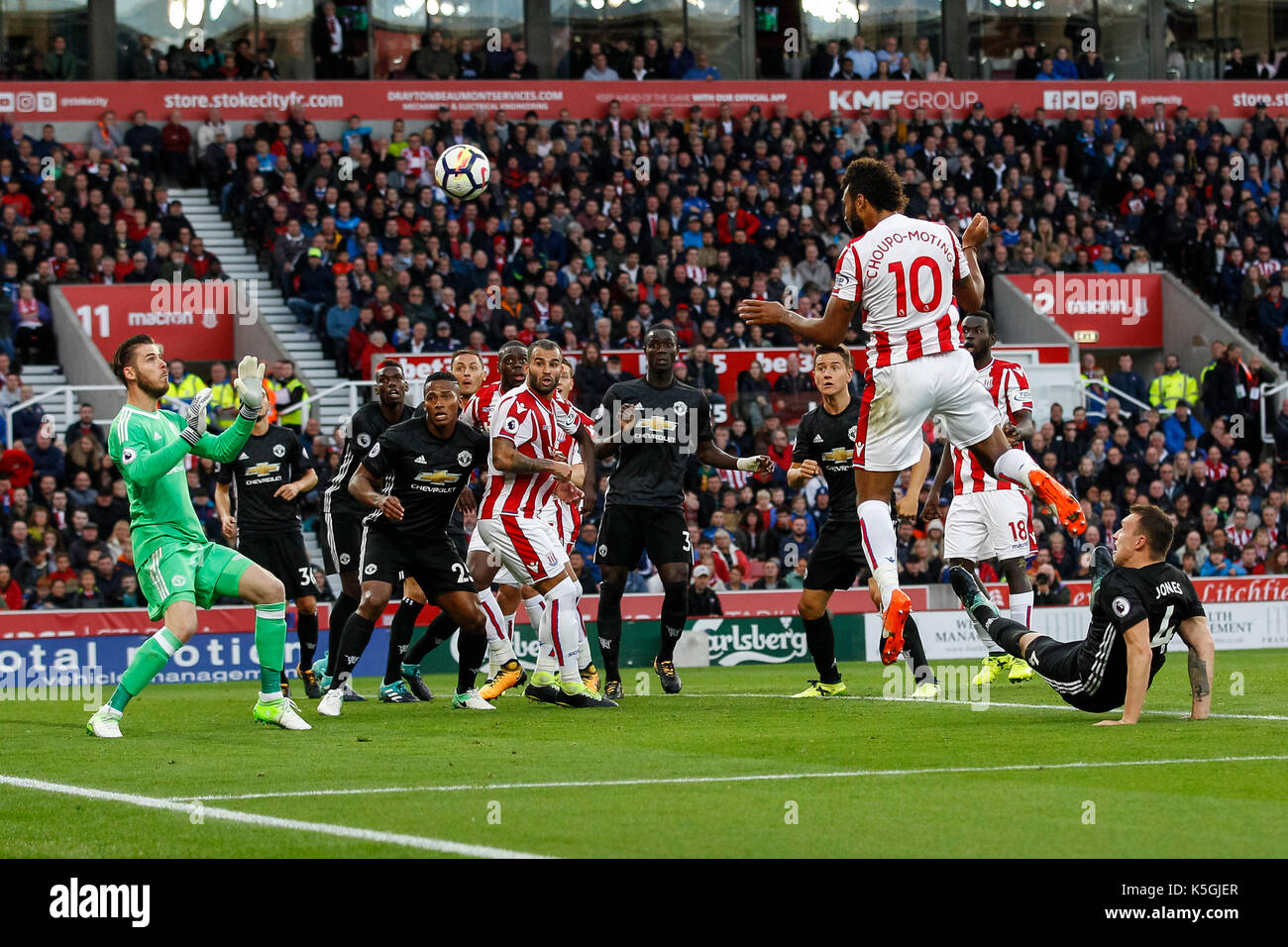 Stoke-on-Trent, UK 09th Sep, 2017 Eric Maxim Choupo-Moting of Stoke City scores his side's second goal to equalise and make the score 2-2 during the Premier League match between Stoke City and Manchester United at Bet365 Stadium on September 9th 2017 in Stoke-on-Trent, England. (Photo by Daniel Chesterton/phcimages.com) Credit: PHC Images/Alamy Live News - Stock Image