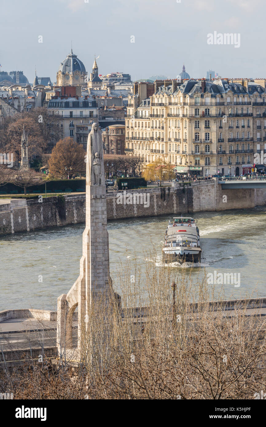 Île de la Cité and Île Saint-Louis from the roof of the Arab World Institute by the Pont de Sully in Paris with a boat on the river - Stock Image