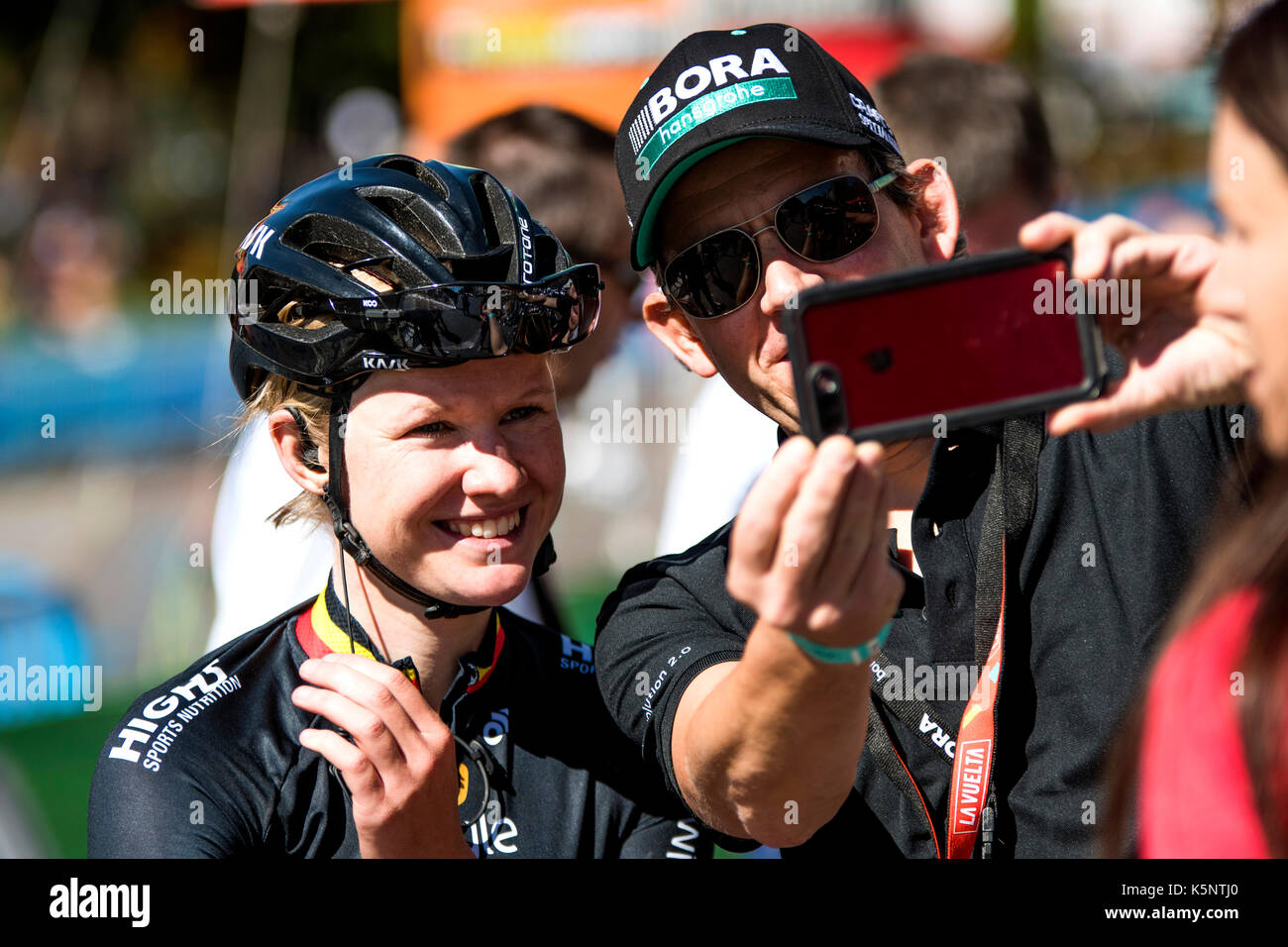 Madrid, Spain. 10th Sep, 2017. A supporter takes a selfie with Jolien D'Hoore (Wiggle High5) after the women cycling Stock Photo