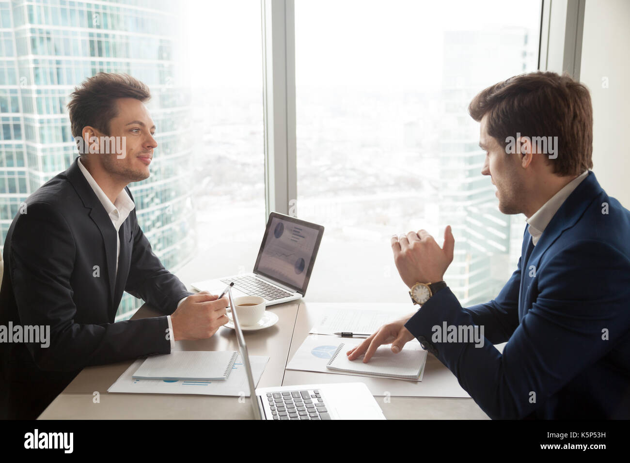 Financial consultant explaining plan to investor - Stock Image