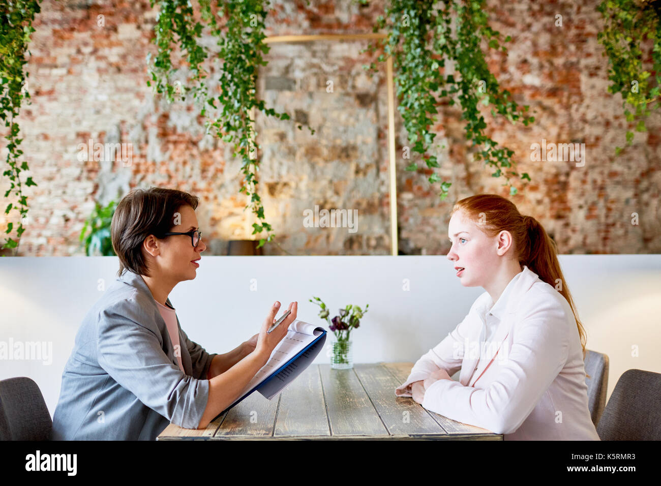 Interview in cafe - Stock Image