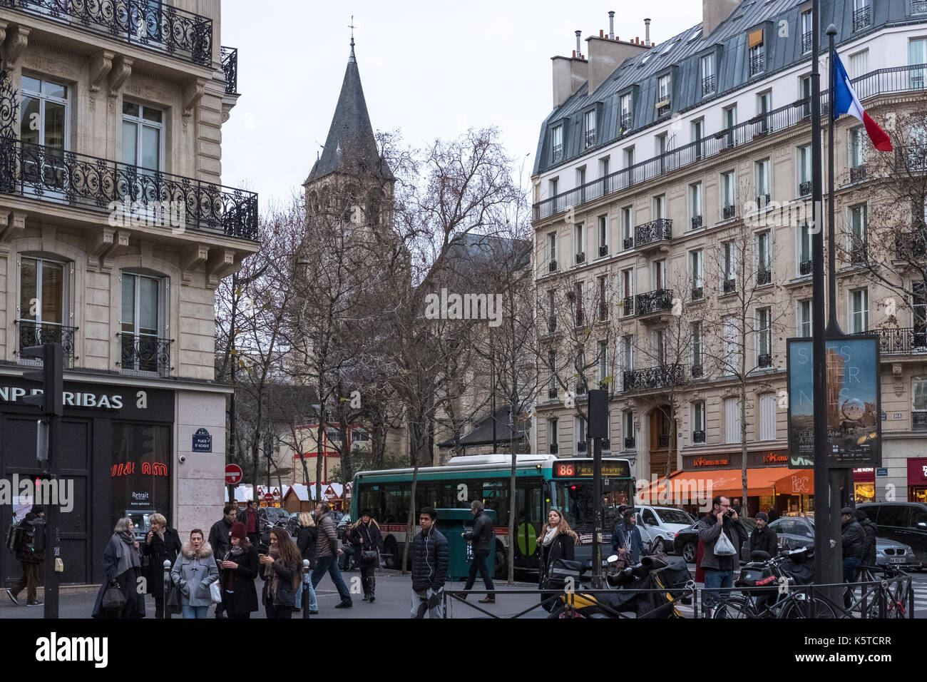 Shoppers on the lively Boulevard Saint Germain des Pres in Paris, France, just before Christmas. - Stock Image