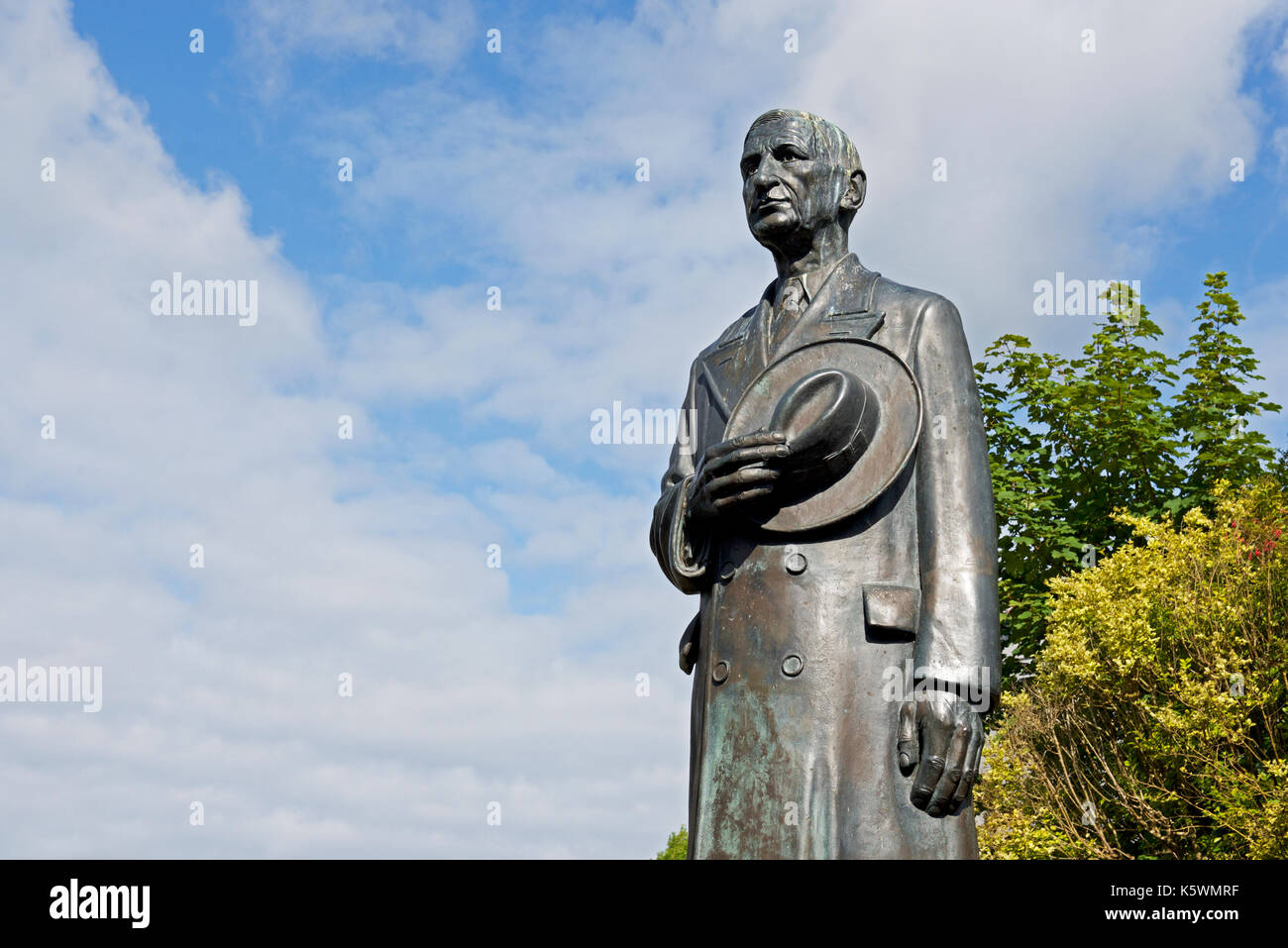 Statue of Eamon de Valera, in front of the Courthouse, Ennis, County Clare, Southern Ireland Stock Photo