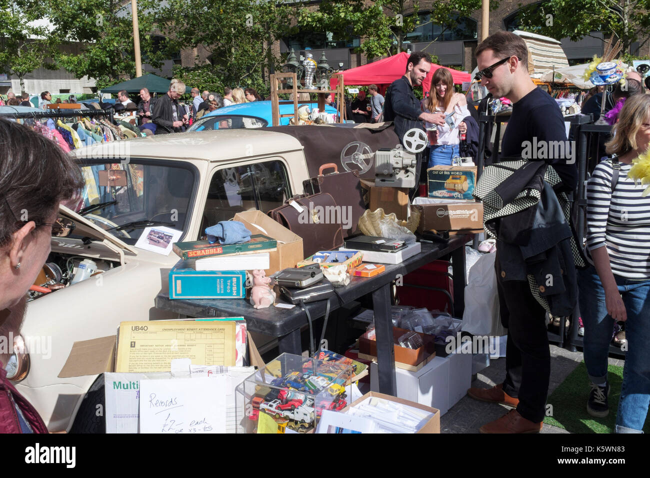 King's Cross classic car boot sale. Vintage fashion, homeware and accessories on sale alongside classic motor vehicles, King's Cross, London, UK - Stock Image