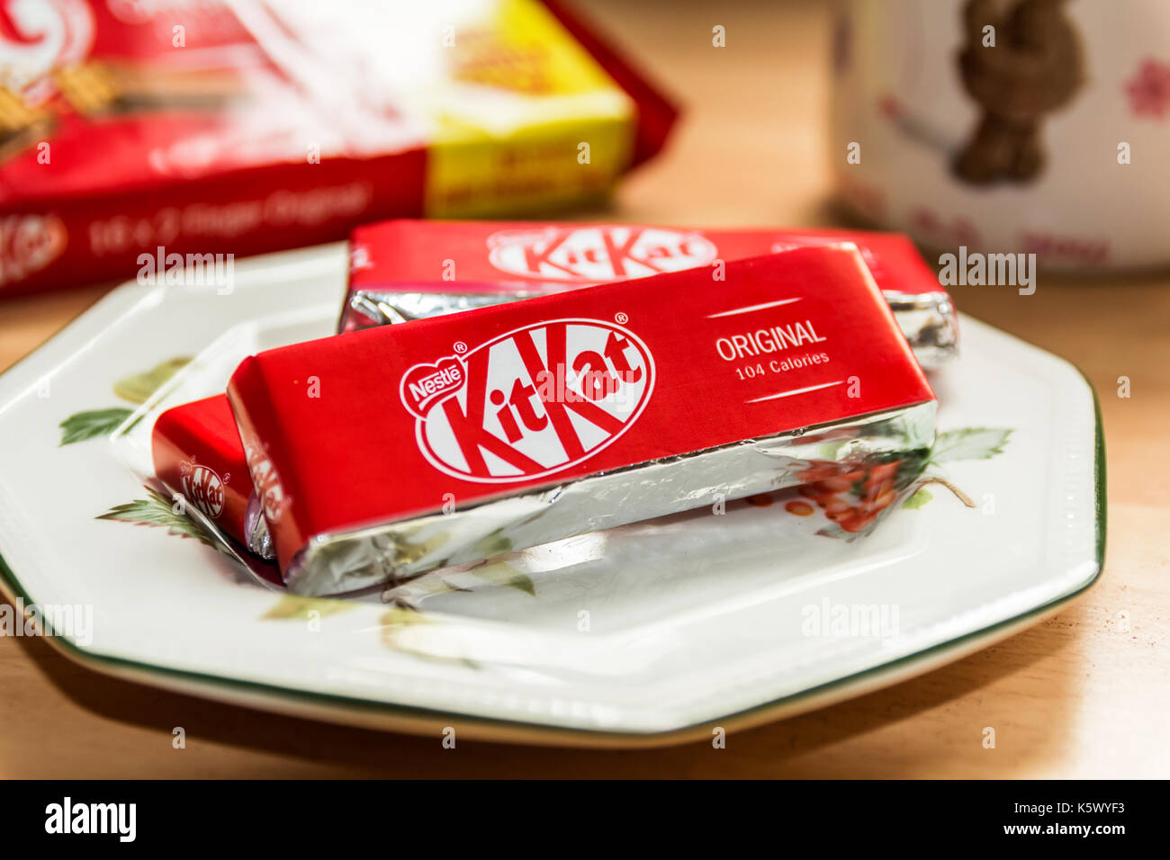 TELFORD, SHROPSHIRE U.K. - SEPTEMBER 6, 2017: Still Life of 'KitKat' snacks displayed on a side plate with a Mug of Tea in the background - Stock Image