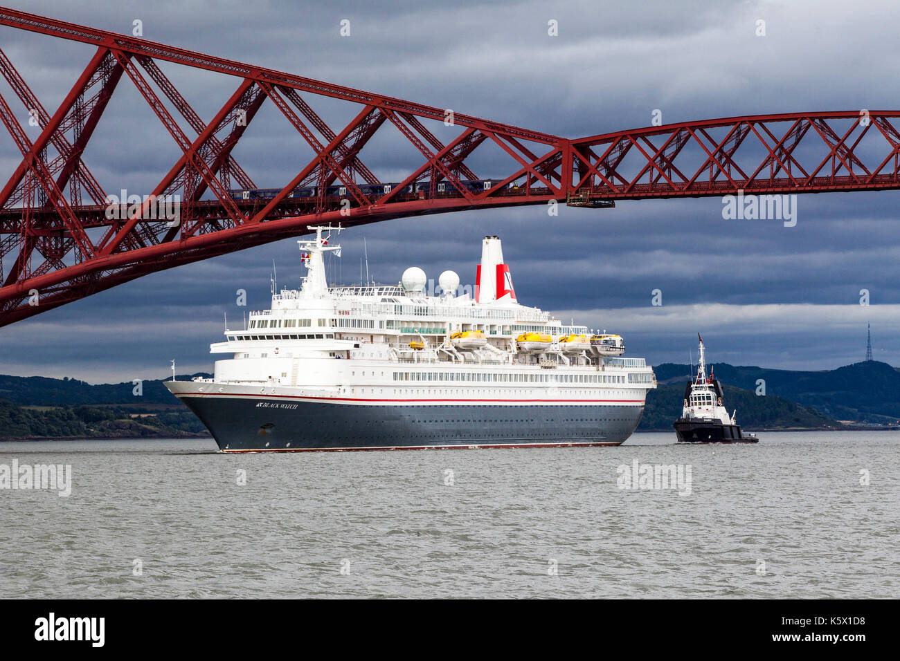 Cruise Liners in the Firth of Forth going under rail bridge - Stock Image