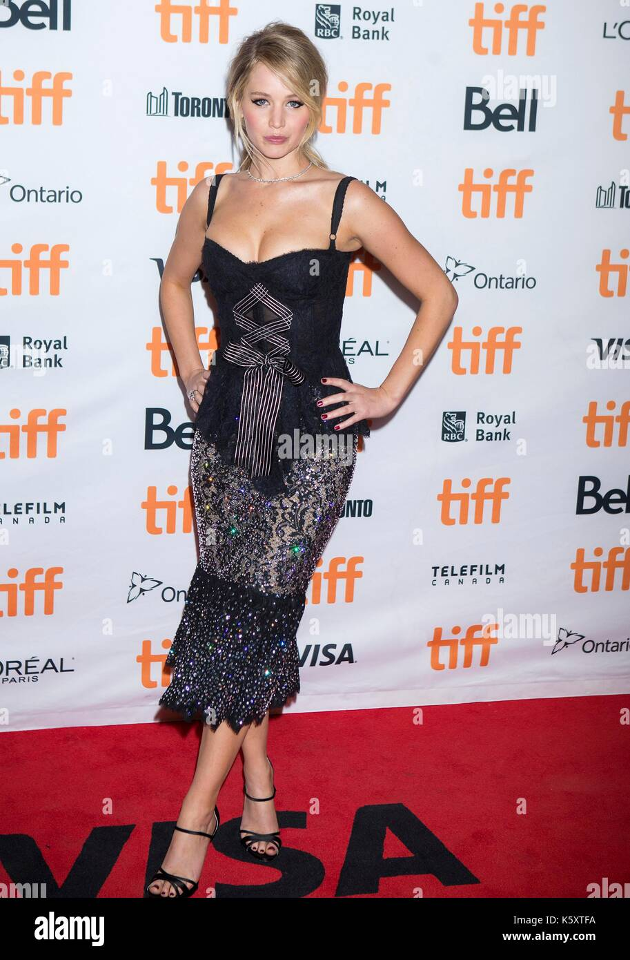 Toronto, Canada. 10th Sep, 2017. Actress Jennifer Lawrence poses for photographs at the North American premiere - Stock Image