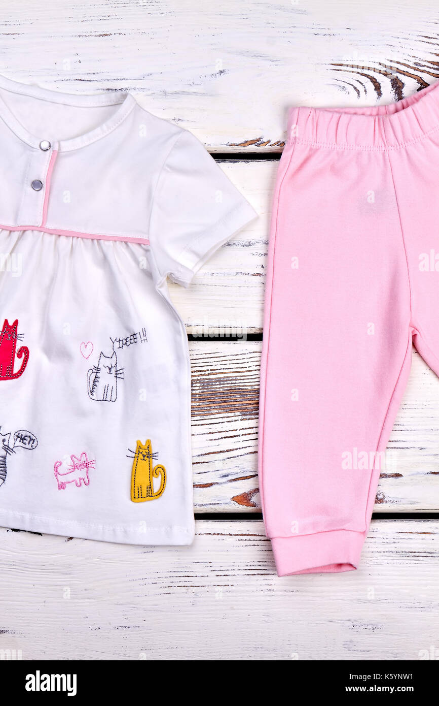 6ffc62235b43 Kids fashion design top and pants. Little girl white cats print ...