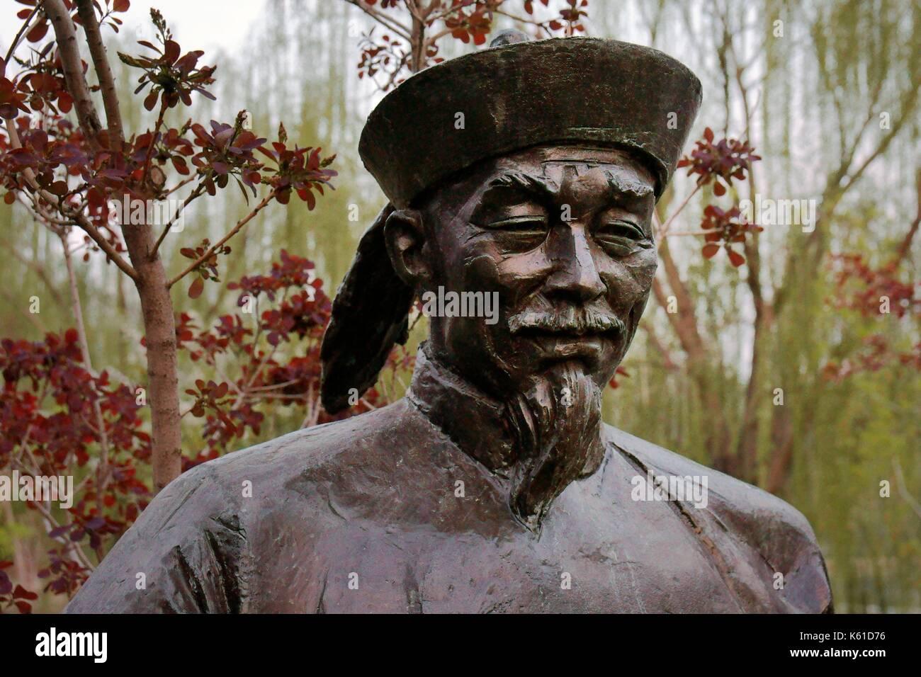 Dongzi Culture Park, a celebration of Confucian philosopher Dong Zhongshu. City of Dezhou, China. Bronze of Dong Zhongshu - Stock Image