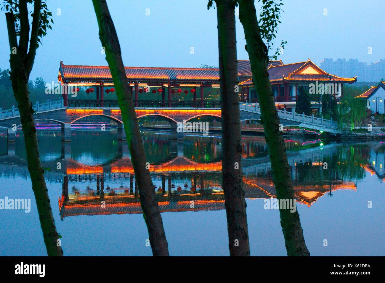 Dongzi Culture Park, a celebration of Confucian philosopher Dong Zhongshu. City of Dezhou, China. Lake pavillion. Evening light - Stock Image