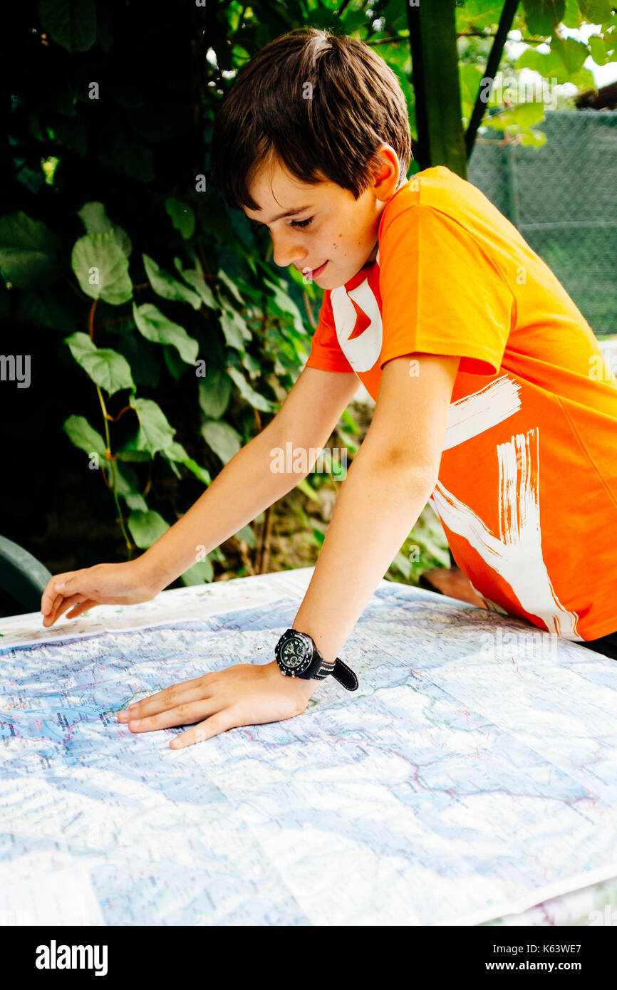 boy reads topographical map - Stock Image