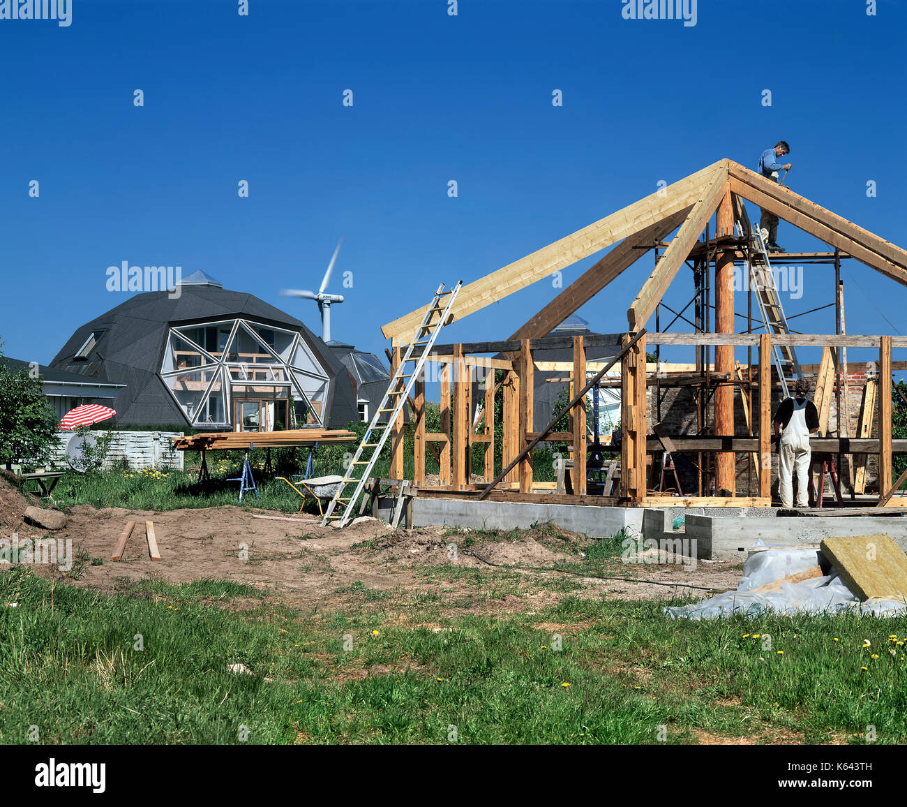 Erecting a wooden frame for a dome