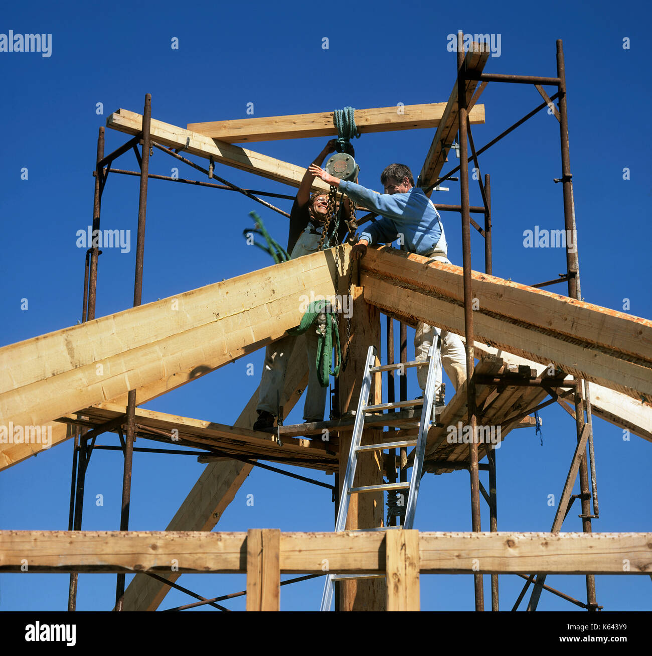 Erecting the wooden frame of a new geodesic dome house at Dyssekilde eco-village, Hundested, Denmark. - Stock Image