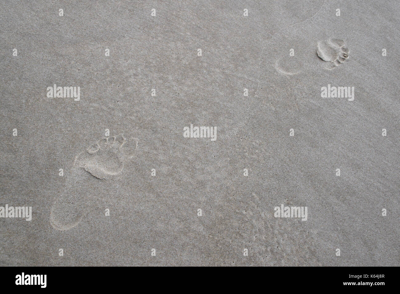 A promenader left foot prints in the sand of the beach near Henne Strand, Denmark, 18 August 2017.  - NO WIRE SERVICE · Photo: Tim Brakemeier/dpa-Zentralbild/ZB - Stock Image