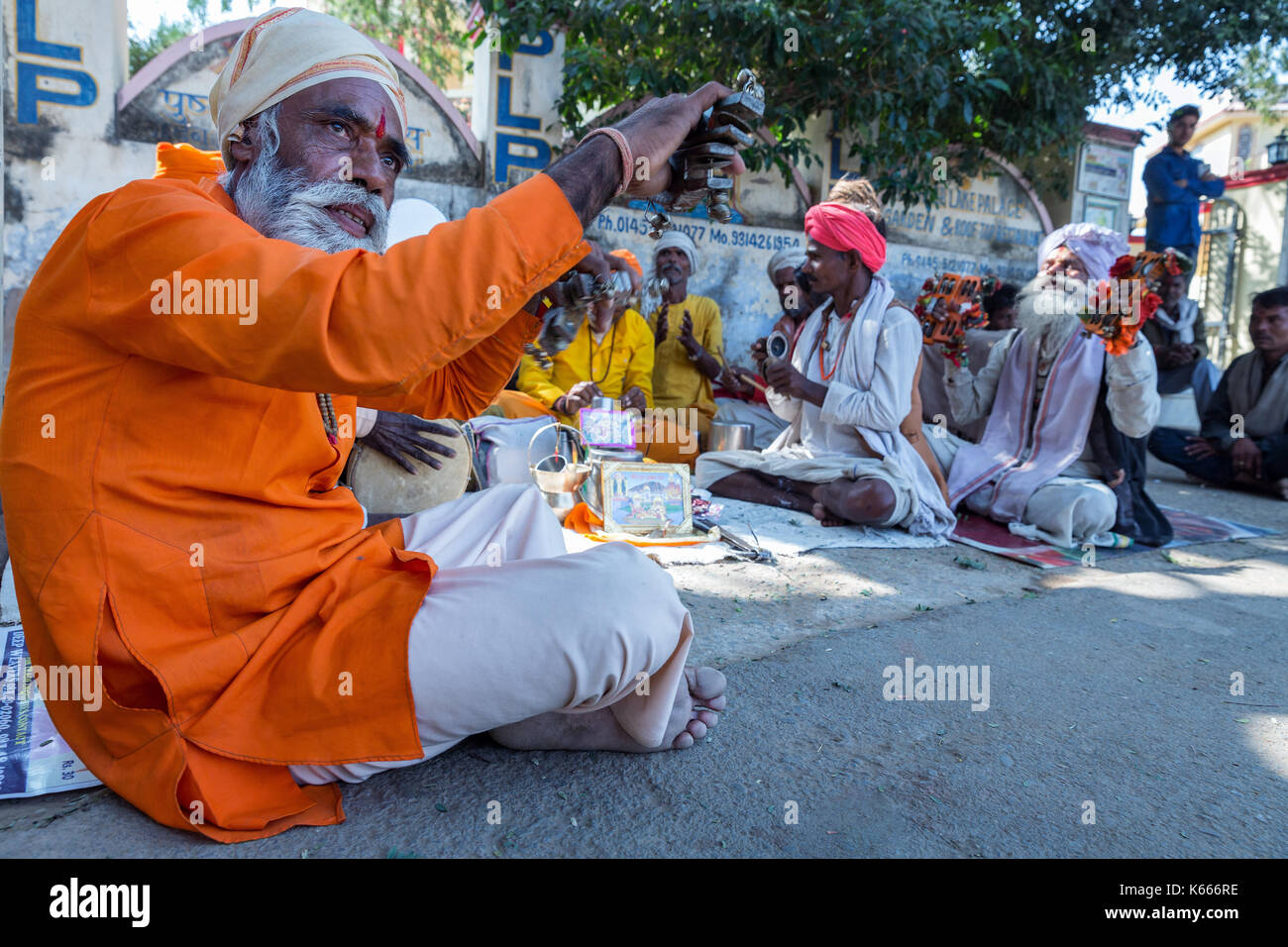 Sadhus gathered to sing and play music, Pushkar, Rajasthan, India - Stock Image