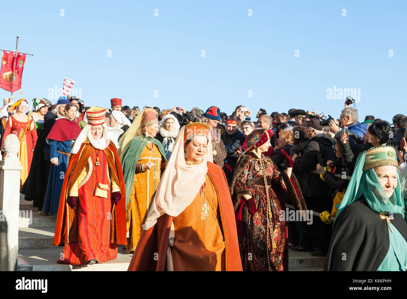 18 Feb 2017 Venice, Italy. Venetians dressed as aristocrats in colorful historic costumes in  the Festa della Maries - Stock Image
