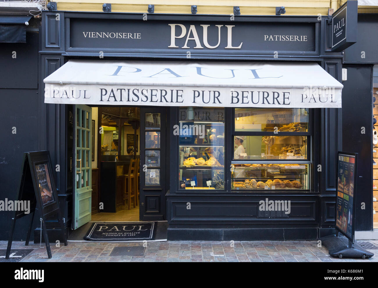 PAUL bakery and café in Rue Meynadier, Cannes, France - Stock Image