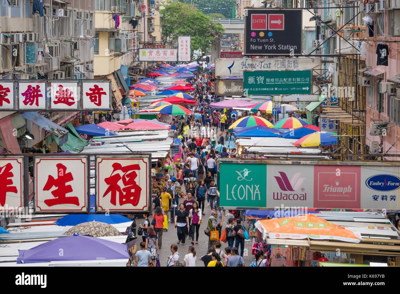 People shopping at a street market in Hong Kong - Stock Image