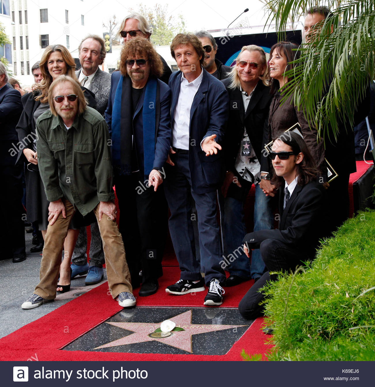 Rita Wilson Tom Petty Jeff Lynne Paul McCartney Joe Walsh And Dhani Harrison Hundreds Of Fans Friends Have Turned Out To See A Posthumous Star