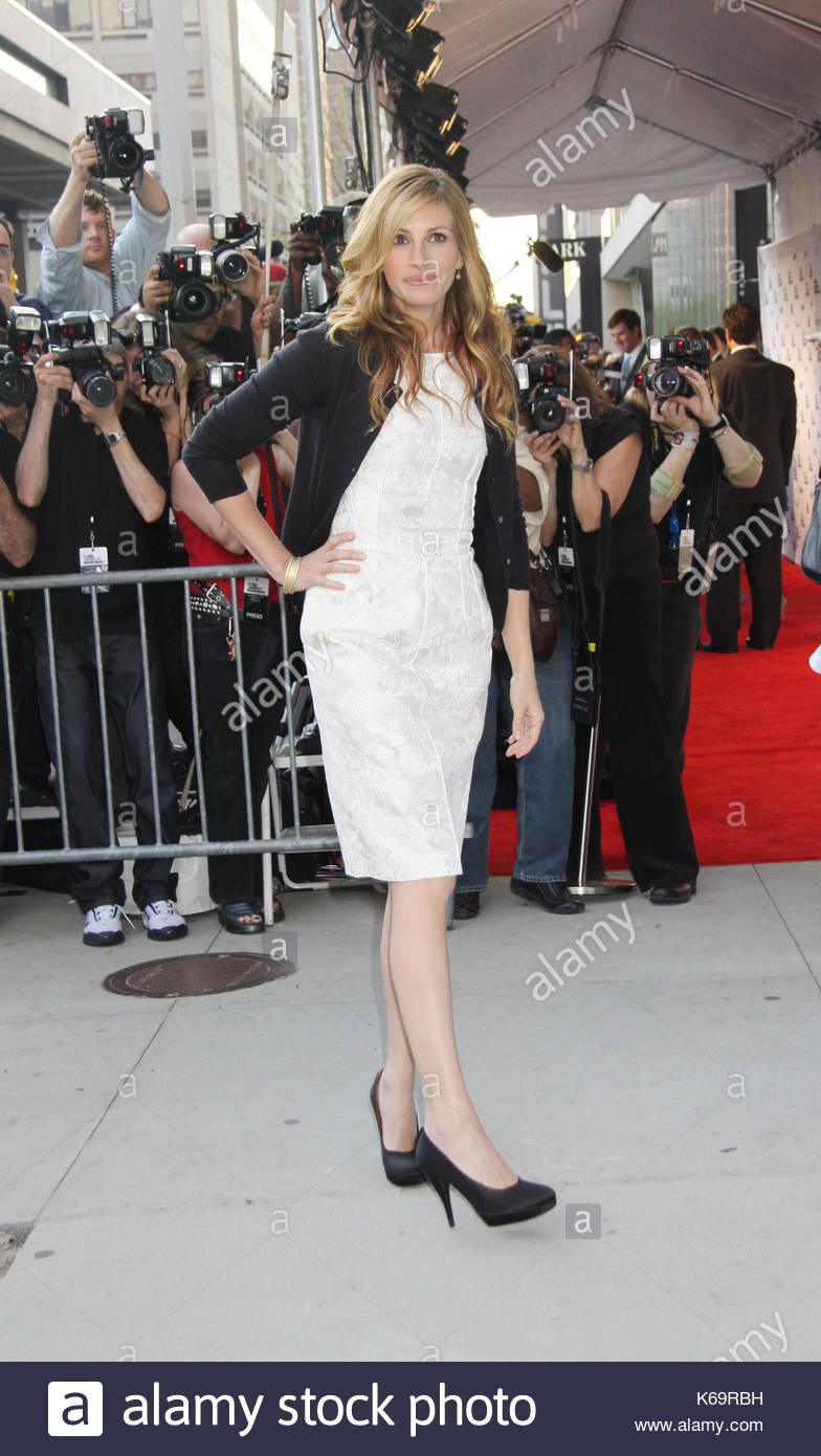 Julia Roberts Looking Hot A List Ladies Julia Robertscharlize Theronand Sally Field Come Out To Honor Their Friend Tom Hanks As He Is Honored By The Film