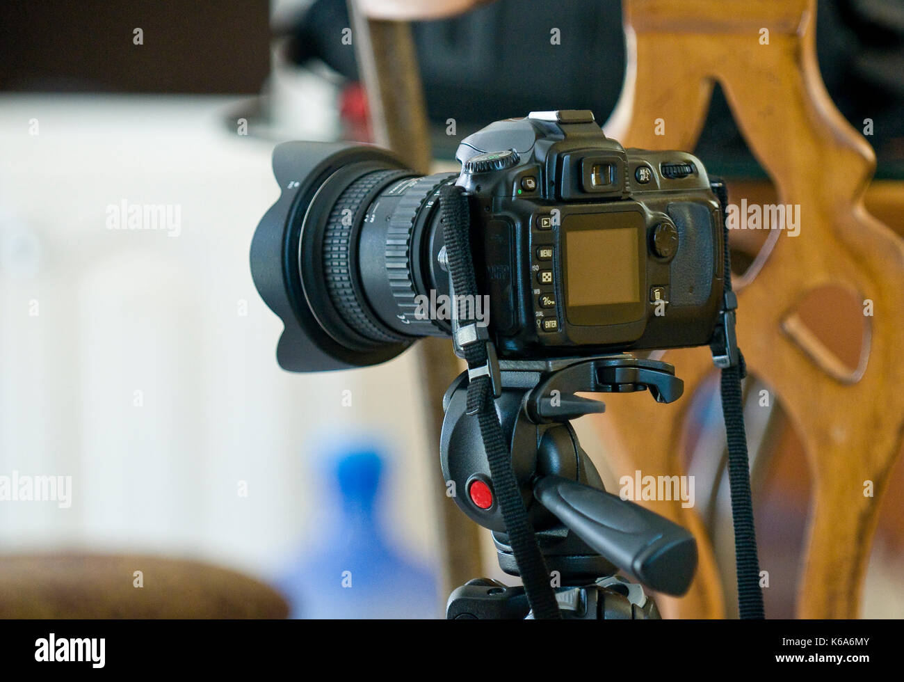 DSLR Mounted on tripod ready to shoot indoor - Stock Image