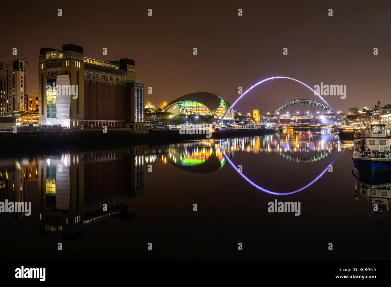 The Newcaste-Upon-Tyne/Gateshead quayside at night, showing the Baltic, Sage, Milennium and Tyne bridges Stock Photo