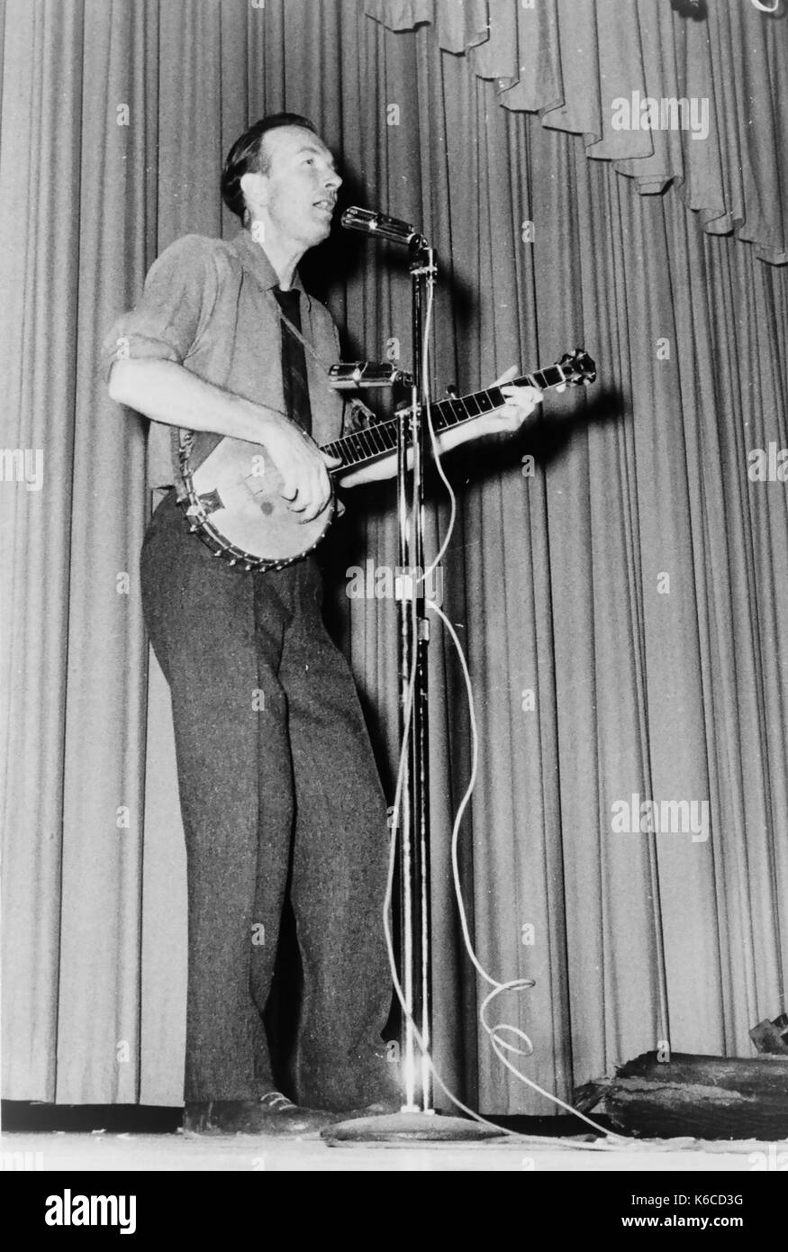 PETE SEEGER (1919-2014) American folk musician about 1944 - Stock Image
