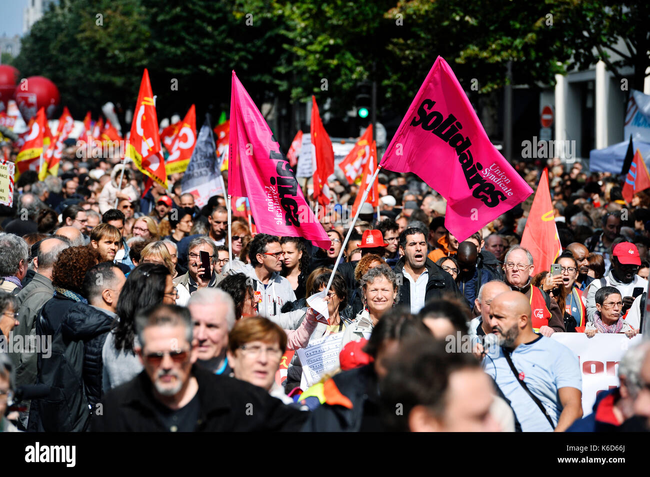 Paris, France. 12th Sep, 2017. Day of strike and protest against the labour Law reform with French unions, fairground workers and circus artists in first line Credit: Frédéric VIELCANET/Alamy Live News - Stock Image