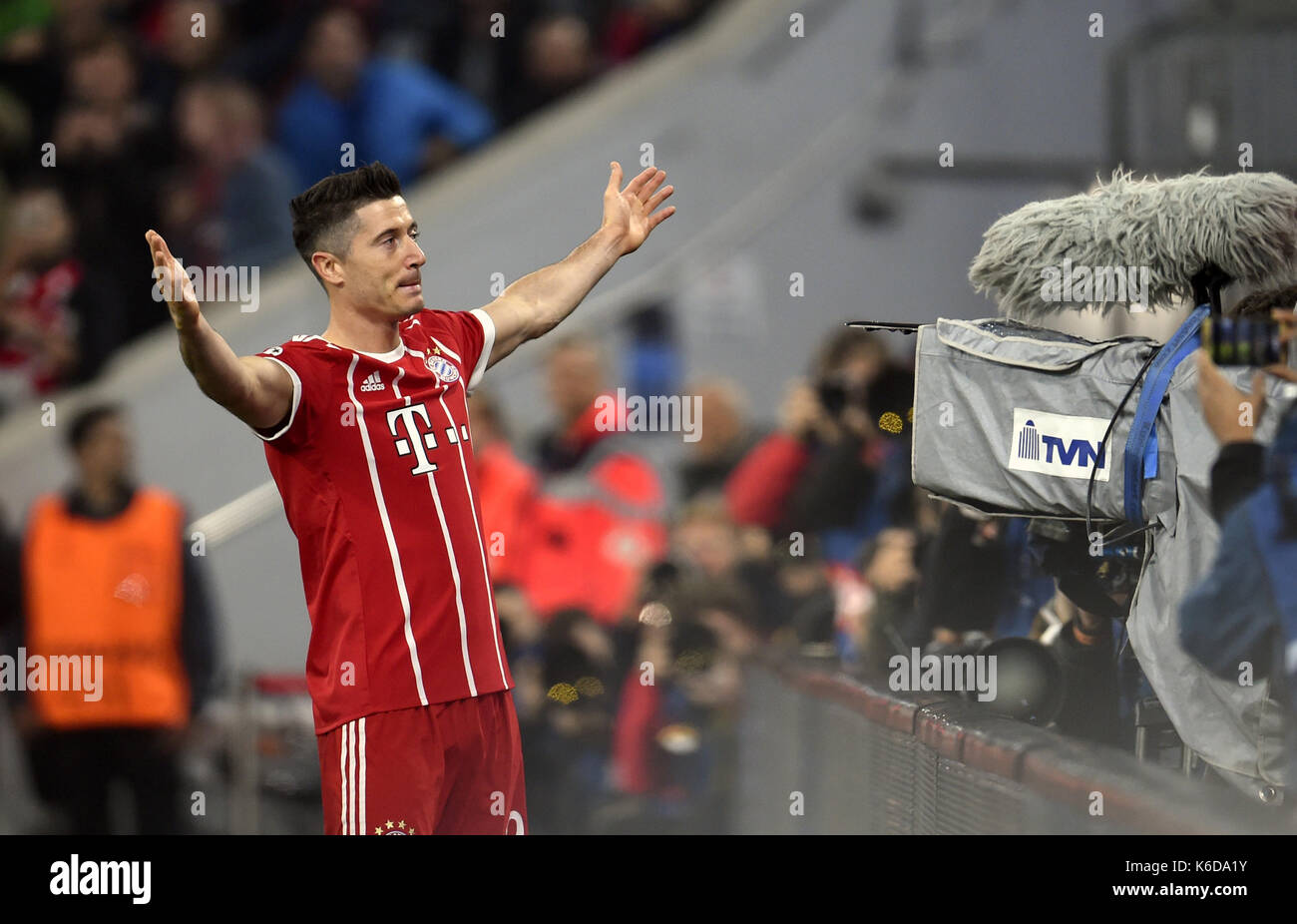 dpatop - Munich's Robert Lewandowski celebrates the 1:0 goal during the Champions League Group B match between Bayern Munich's and RSC Anderlecht at the Allianz Arena in Munich, Germany, 12 September 2017. Photo: Andreas Gebert/dpa - Stock Image