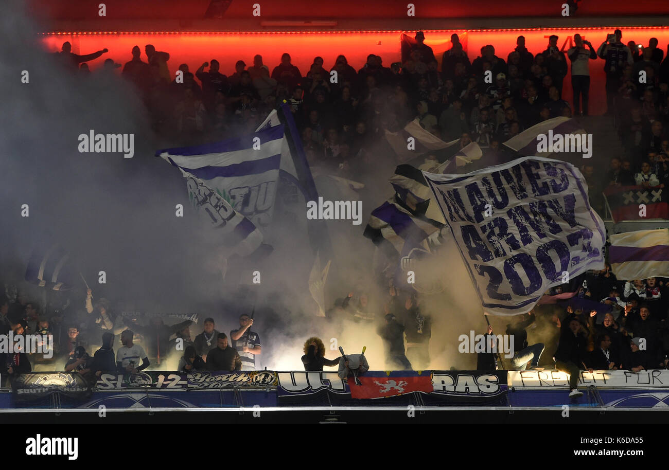 Anderlecht's fans, photographed during the Champions League Group B match between Bayern Munich's and RSC Anderlecht at the Allianz Arena in Munich, Germany, 12 September 2017. Photo: Andreas Gebert/dpa - Stock Image