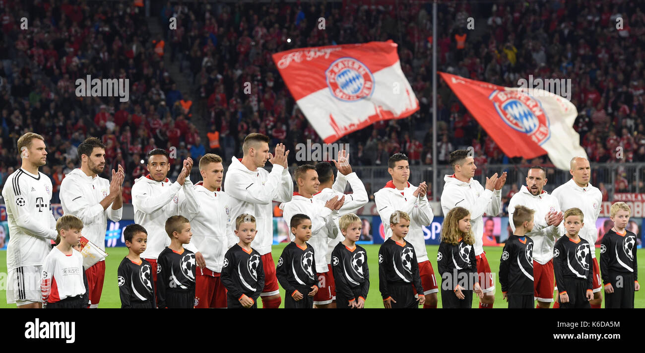 Munich's team stands together before the Champions League Group B match between Bayern Munich's and RSC Anderlecht at the Allianz Arena in Munich, Germany, 12 September 2017. Photo: Andreas Gebert/dpa - Stock Image