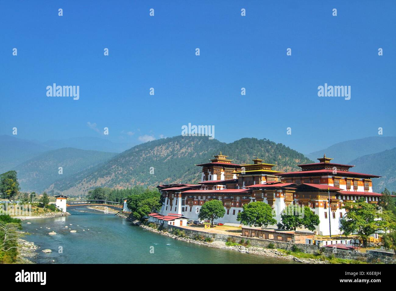 Punakha Dzong Monastery or Pungthang Dewachen Phodrang (Palace of Great Happiness) and Mo Chhu river in Punakha, the old capital of Bhutan. - Stock Image