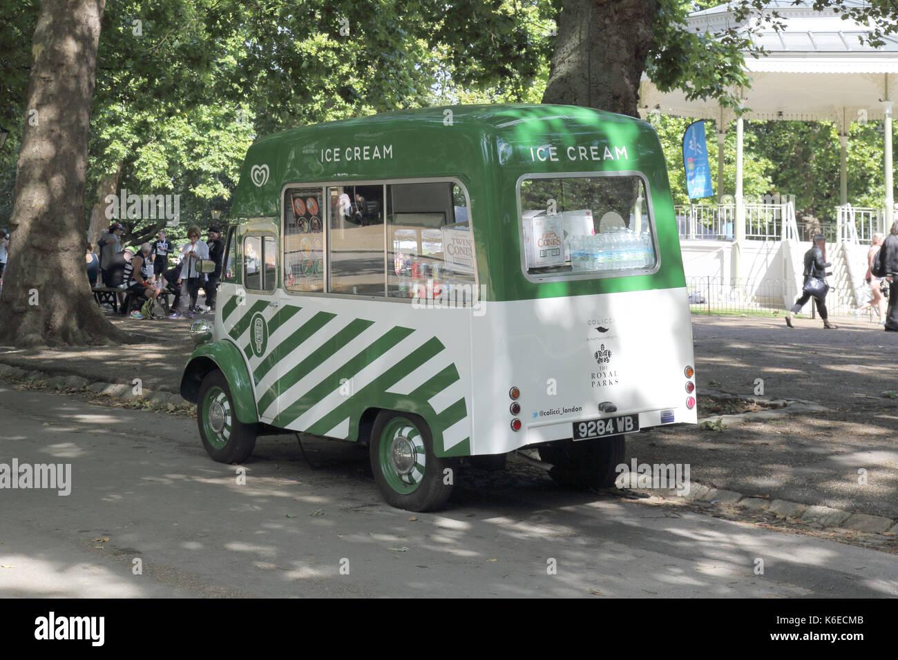 Green Ice Cream Van Stock Photos & Green Ice Cream Van Stock