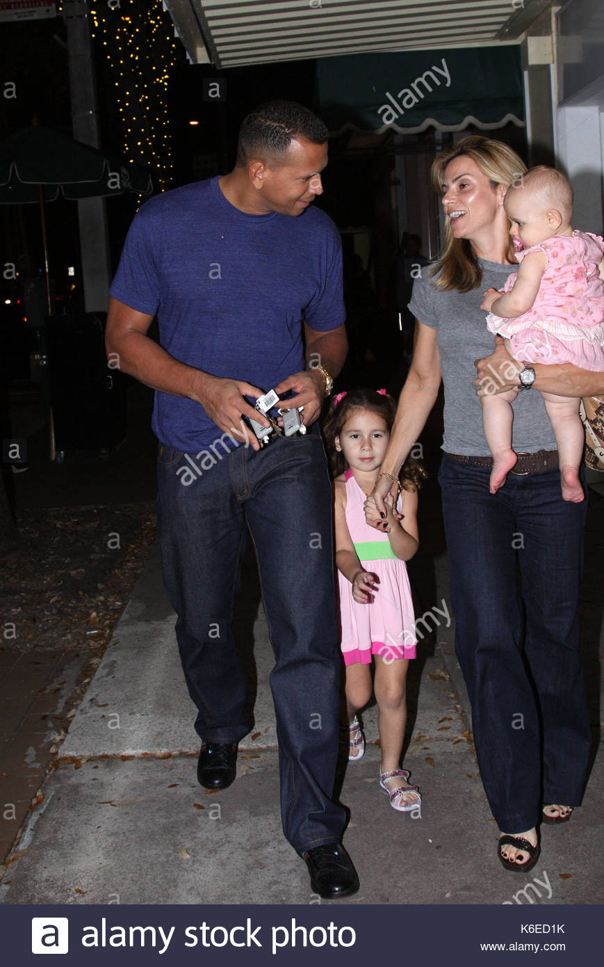Alex rodriguez cynthia scurtis and daughters alex for Mercedes benz alex rodriguez houston