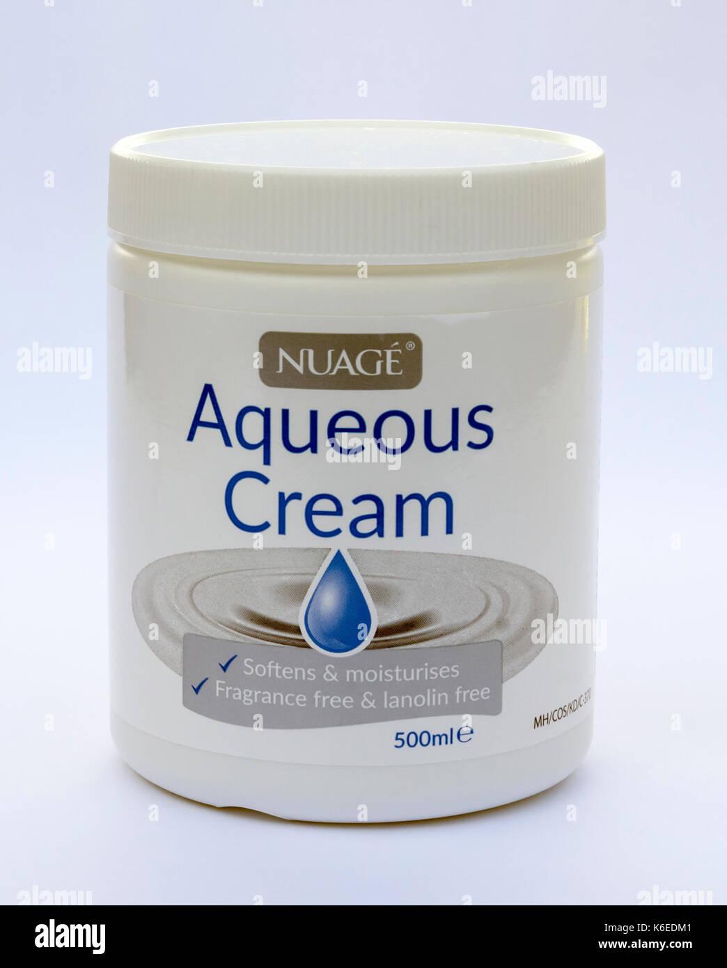 Aqueous cream (sodium lauryl sulfate) - Stock Image