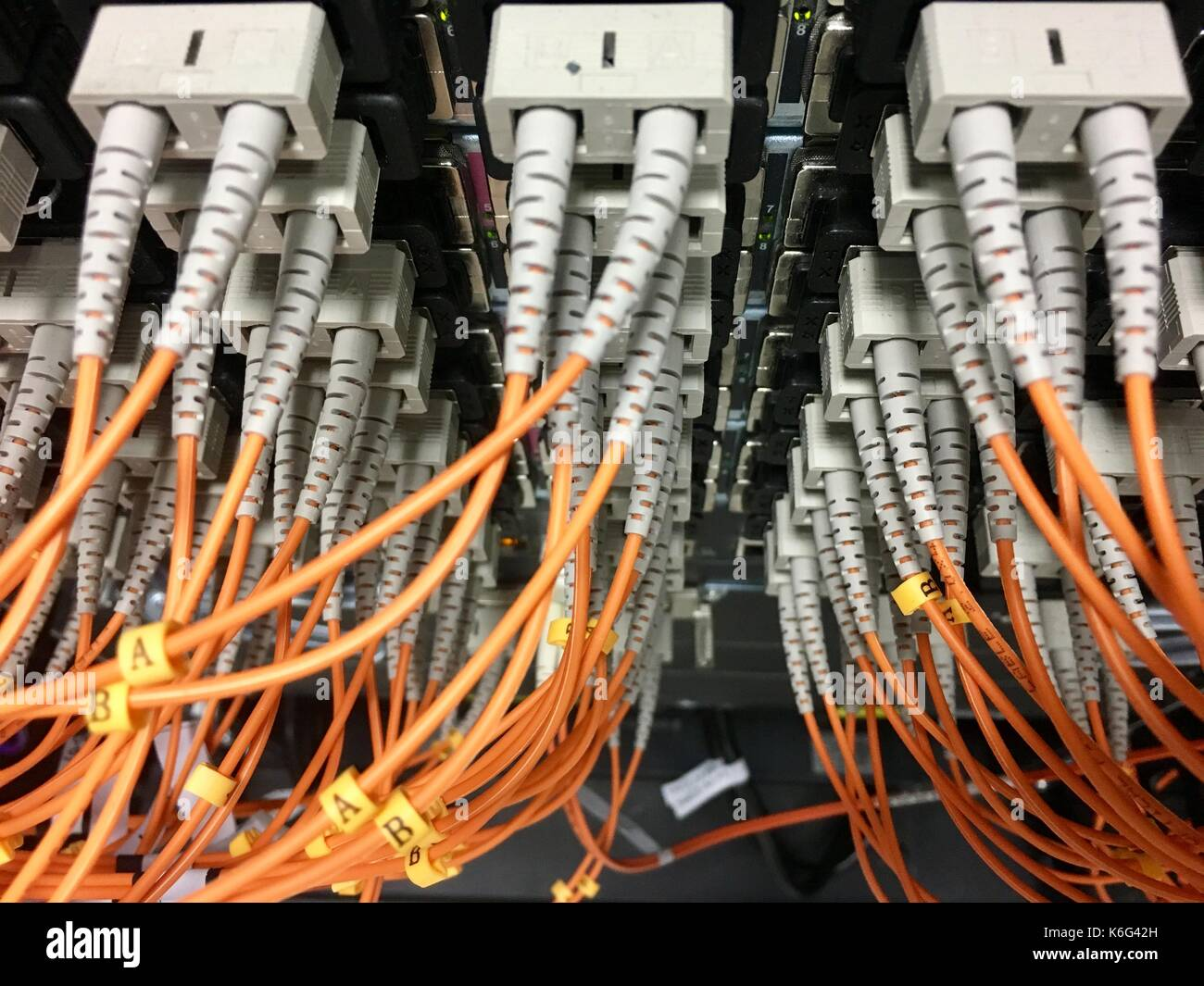 Fiber Optic Cable Stock Photos & Fiber Optic Cable Stock Images - Alamy