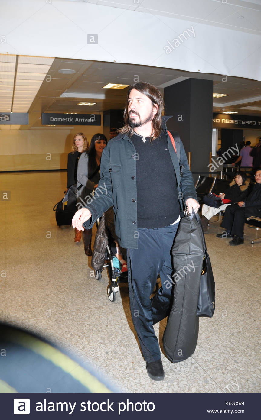 Dave Grohl Landed In Washington DC For The Kennedy Center Honors He Arrived With His Pregnant Wife And Child Covered Up By A Jacket