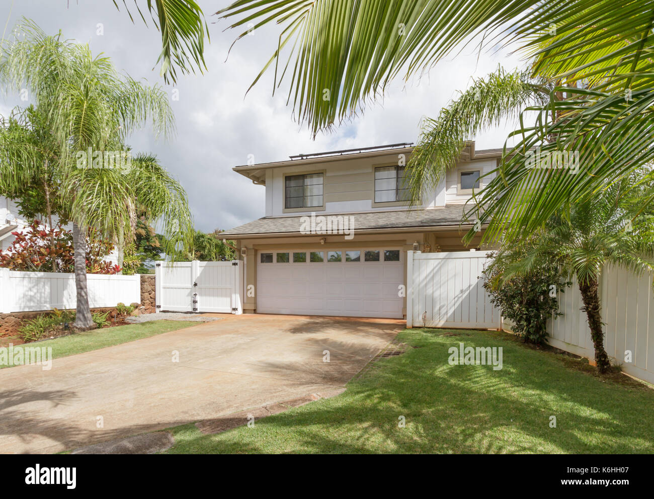 Exterior view of an upscale two story tract house in Hawaii - Stock Image