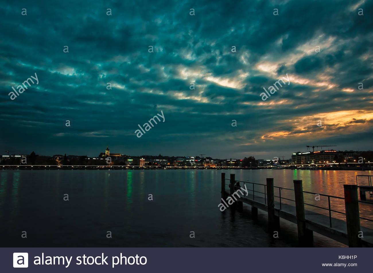 Geneva - Switzerland Geneve - Suisse  Lueurs du soir et coucher de soleil sur Geneve, le long du lac Léman. Photo prise il y a deux ans.  Lights of th - Stock Image