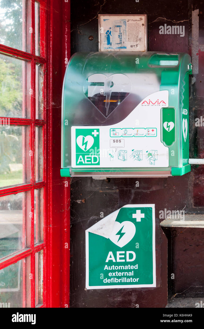 Public defibrillator in old telephone kiosk - Stock Image